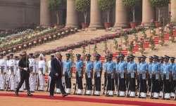 अमेरिकी राष्ट्रपति डोनाल्ड ट्रंप का राष्ट्रपति भवन में किया गया पारंपरिक स्वागत- India TV Paisa