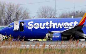 Female pilot landed Southwest Airlines plane safely after explosion | AP Photo- Khabar IndiaTV