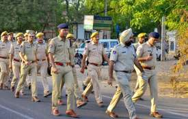 Police personnel...- Khabar IndiaTV