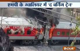 Madhya Pradesh: AP express caught fire in Gwalior- Khabar IndiaTV