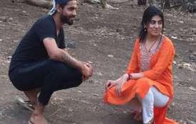 Ravindra Jadeja with wife Reeva Solanki- Khabar IndiaTV