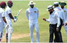 गेंद की जांच करते...- Khabar IndiaTV
