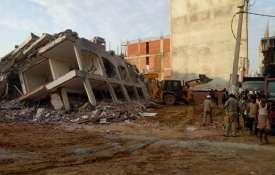 ग्रेटर नोएडा के शाहबेरी में 2 इमारतें गिरी, 2 की मौत, कई लोगों के दबे होने की आशंका- Khabar IndiaTV