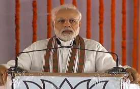 PM Narendra Modi tells in Shahjahanpur why Rahul Gandhi hugged him | PTI- Khabar IndiaTV