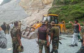 seven killed after landslide hit Sehar Baba waterfall...- Khabar IndiaTV