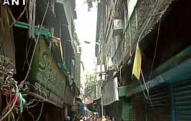 Kolkata Home collapses due to heavy rains one...- Khabar IndiaTV