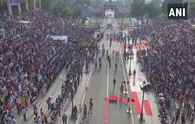 Punjab: Huge crowd gathers at Attari-Wagah border to...- Khabar IndiaTV