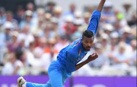 Video: देखिए 60 दिन बाद गेंदबाजी के लिए लौटे हार्दिक पांड्या, एक हाथ से लपका कैच- India TV