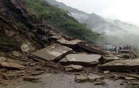 हिमाचल में भारी बारिश के चलते राजमार्ग बंद, सैकड़ों फंसे- Khabar IndiaTV