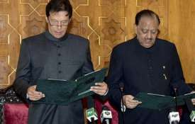 Imran Khan stumbles over Urdu words while taking oath as Pakistan PM | AP- Khabar IndiaTV