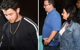 Nick Jonas with parents.- Khabar IndiaTV