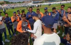 कप्तान कोहली ने कैप दी- Khabar IndiaTV