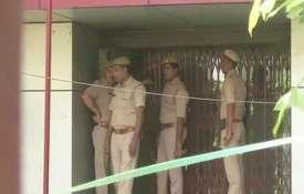 नोएडा में बैंक लूट...- India TV