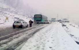 हिमाचल में बारिश-बर्फबारी का कहर, ट्रैकिंग पर गए IIT रुड़की के 35 छात्र समेत 45 लोग लापता- India TV