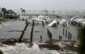 Cyclone Titli Live Updates: ओडिशा पहुंचा 'तितली', 160 किमी/घंटे की रफ्तार से चल रही हवाएं; उखड़े पेड- India TV
