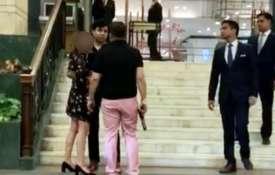 पूर्व बसपा सांसद के बेटे ने पिस्तौल लेकर दिल्ली के होटल में किया ड्रामा, विडियो वायरल- India TV