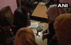 जम्मू-कश्मीर में स्थानीय चुनाव के अंतिम चरण के लिये 36 वार्डों में मतदान शुरु- India TV