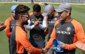 India vs West Indies: ऋषभ पंत ने किया वनडे में डेब्यू, एमएस धोनी ने दी कैप- India TV