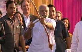 आज पूरा देश मना रहा बुराई पर अच्छाई की जीत का पर्व दशहरा, रामलीला मैदान में PM मोदी करेंगे रावण दहन- India TV