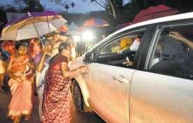 आज खुलेंगे सबरीमाला मंदिर के कपाट, खुलने से पहले महिलाओं को मंदिर जाने से रोका गया, तनाव की स्थिति- India TV