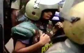 Sabarimala Temple Row Live Updates: भारी सुरक्षा के बीच 2 महिलाएं सबरीमाला मंदिर के पास पहुंचीं- India TV
