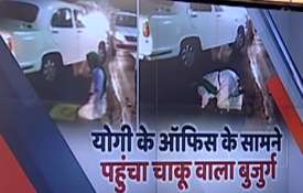 Man offers namaz on road outside UP CM's secretariat, arrested- India TV