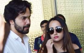 वरुण धवन कलंक की शूटिंग खत्म कर अपनी गर्लफ्रेंड नत- India TV