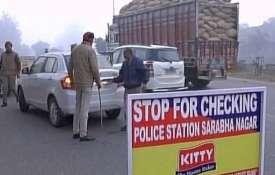 पंजाब-जम्मू बॉर्डर पर 4 संदिग्ध इनोवा कार लेकर हुए फरार, आ रहे थे पठानकोट- India TV
