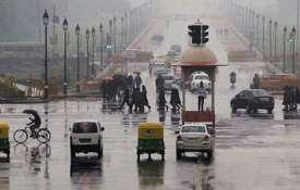 रुक-रुक कर बारिश से बदला दिल्ली का मौसम, प्रदूषण में मामूली सुधार- India TV