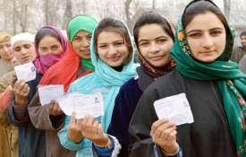 जम्मू कश्मीर में पंचायत चुनाव के लिए मतदान शुरु, 9 चरणों में होगी वोटिंग- India TV
