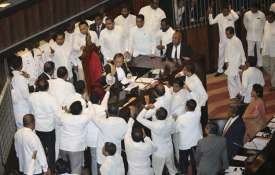 Sri Lankan Lawmakers surround speaker Kaku...- India TV