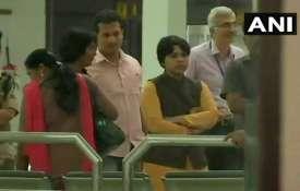 सबरीमाला: कोच्चि पहुंचीं तृप्ति देसाई, हवाई अड्डे पर फंसी; केरल के 5 जिलों में धारा 144 लागू- India TV