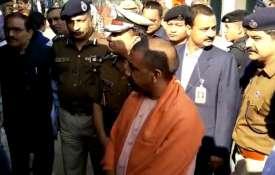 लखनऊ में पुलिस लाइन में मुख्यमंत्री योगी आदित्यनाथ का औचक निरीक्षण- India TV