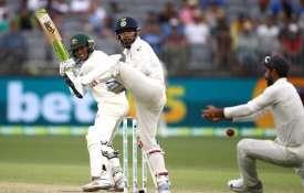 पर्थ टेस्ट, तीसरा दिन: ऑस्ट्रेलिया ने बनाई 175 रनों की बढ़त, मेजबान का पलड़ा भारी - India TV