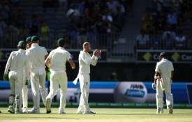 पर्थ टेस्ट, चौथा दिन: ऑस्ट्रेलियाई गेंदबाजों ने बरपाया कहर, हार की ओर भारत- India TV
