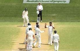 एडिलेड टेस्ट, चौथा दिन: अश्विन, शमी की घातक गेंदबाजी के दम पर बैकफुट पर आस्ट्रेलिया - India TV