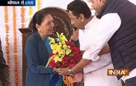 Kamal Nath takes oath as 18th CM of Madhya Pradesh- India TV