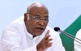 राफेल डील: खड़गे का दावा सुप्रीम कोर्ट को गलत जानकरी दी गई, कहा- CAG को तलब करेगी पीएसी- India TV
