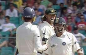 मंकीगेट विवाद पर बोले सायमंड्स- माफी मांगते हुए रोने लगे थे हरभजन, भज्जी बोले- कब हुआ ये- India TV