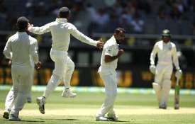 हमेशा सही लाइन पर गेंदबाजी करने की कोशिश करता हूं: शमी- India TV