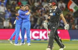 सितारों से सजी भारतीय टीम में इस गेंदबाज ने बनाया सबसे बड़ा स्कोर, इतिहास में दूसरी बार हुआ ऐसा- India TV