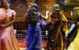 Mumbai Dance Bars: SC allows payment of tips to performers- India TV