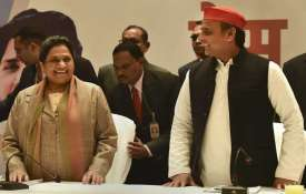 <p>mayawati and akhilesh...- India TV