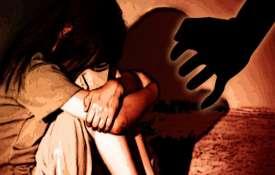 नाबालिग के साथ यौन संबंध बनाने के जुर्म में भारतीय को 13 साल की कैद, 12 कोड़ों की सजा - India TV