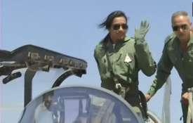 पीवी सिंधु ने लड़ाकू विमान में भरी उड़ान, तेजस उड़ाने वाली पहली महिला बनीं- India TV