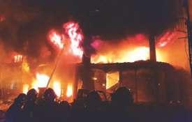 ढाका में केमिकल गोदाम में भीषण आग, 69 लोगों की मौत- India TV