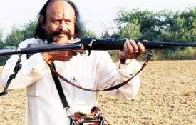 डाकू मलखान सिंह का ऐलान, सरकार अनुमति दे तो हम पाकिस्तान को धूल चटा देंगे- India TV