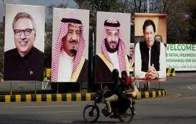 Cash-strapped Pakistan rolls out red carpet for...- India TV