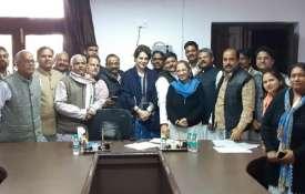 लखनऊ में प्रियंका गांधी का मैराथन मंथन, 'महान दल' करेगा राहुल का बेड़ापार!- India TV