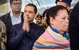 मौरीन वाड्रा और रॉबर्ड वाड्रा- India TV